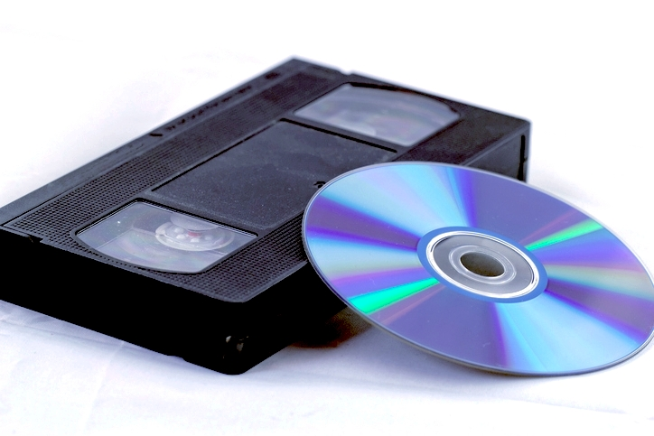 VHSテープをDVDにダビングするには?